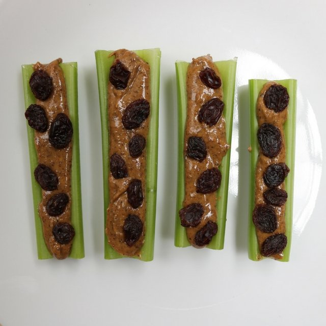 Easy And Healthy Ants On A Log Recipe Lean Green Dad